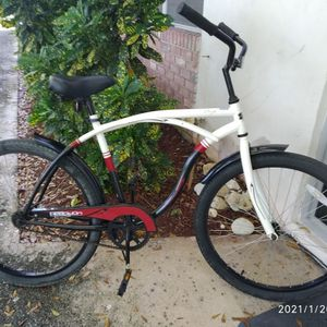 26 inches tires Reacciona Cycles bicycle. for Sale in Pompano Beach, FL