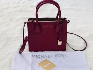 Michael Kors Messenger Maroon for Sale in Boynton Beach, FL