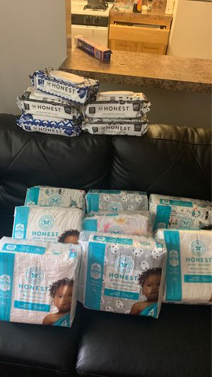 Come Get them Come Them Honest Pampers - Gentle+Absorbent Supper Soft High Quality Pampers with different boy&girl designs /Wipes included for Sale in Bladensburg, MD