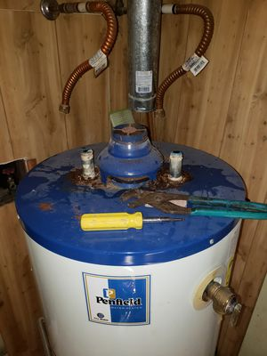 Gas hot water heater for Sale in Belmont, NC