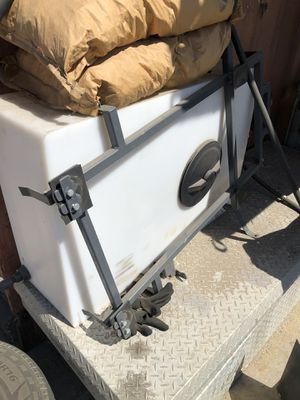 Water tank with pump for bobcat for Sale in San Bernardino, CA
