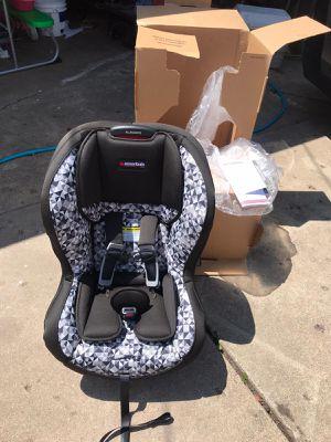Essentials allegiance baby car seat for Sale in CARPENTERSVLE, IL