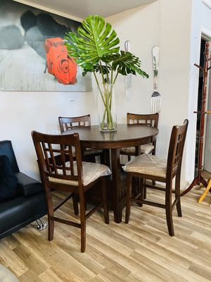 round dinning table for Sale in Hialeah, FL