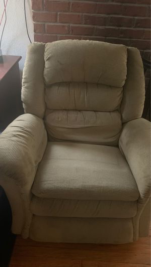 Lounge Chair. for Sale in Bridgeville, PA