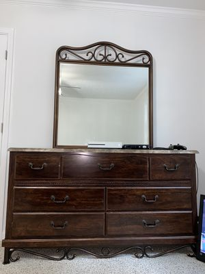 3 piece night stands and dresser for Sale in Conyers, GA