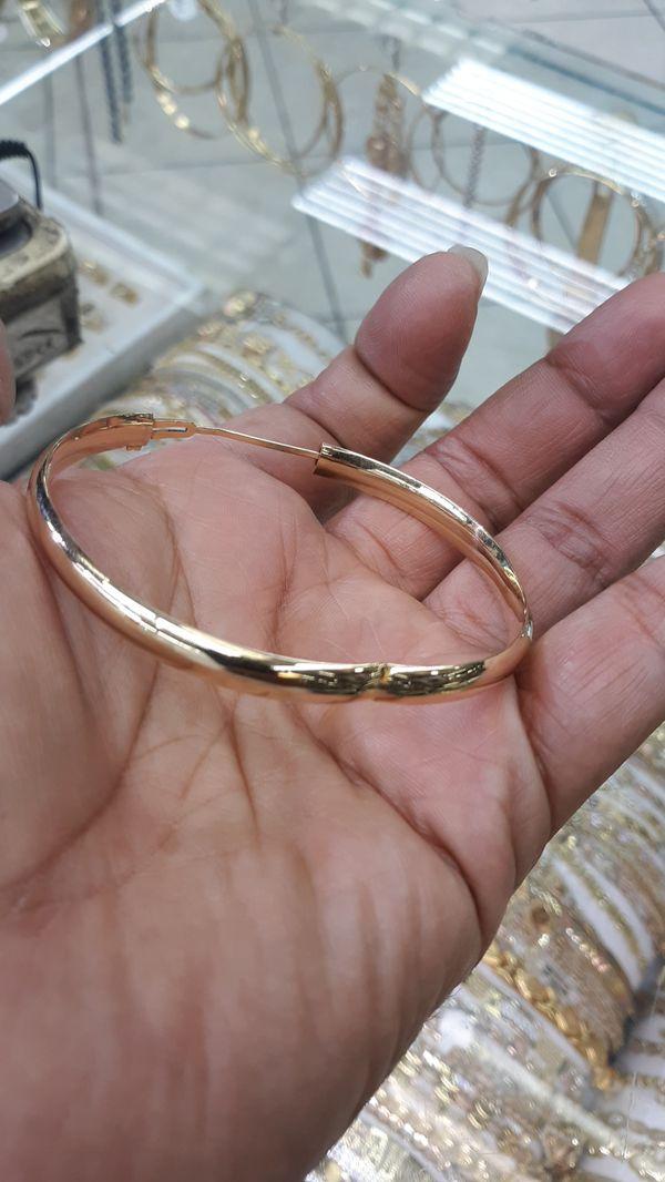 14k gold bangle 8.1 grams