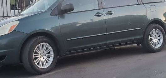 Toyota Cienna 2004 Title Salvage Berry Good Condition No Problem for Sale in Los Angeles,  CA