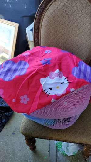 Hello kitty set for free twin for Sale in Kissimmee, FL