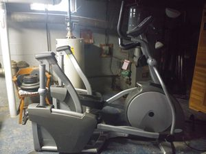 Matrix brand commercial elliptical for Sale in Wynantskill, NY