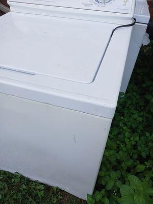 Lavadora buena trabaja bien y bota el acua bien for Sale in Penbrook, PA