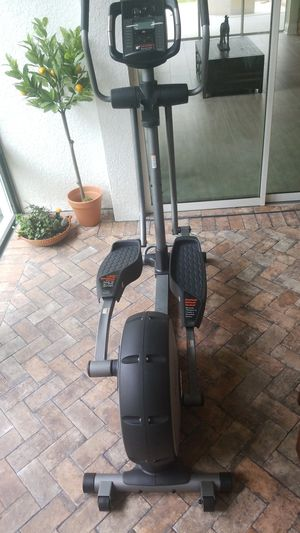 Nordictrack E5 si elliptical for Sale in Land O' Lakes, FL