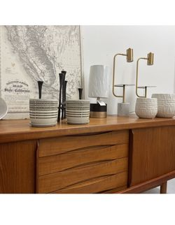 READ AD Planters Pot Pots Plants Planter Plant Vase Dresser Cabinet Credenza Stand Table Seattle Bookcase Rug Lamp for Sale in Seattle,  WA