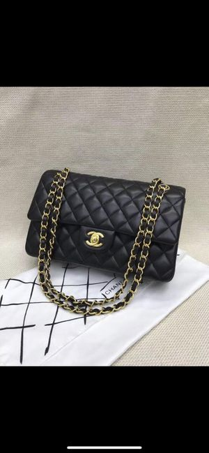 32b1916330cf5 Classic Chanel w  gold hardware for Sale in Los Angeles