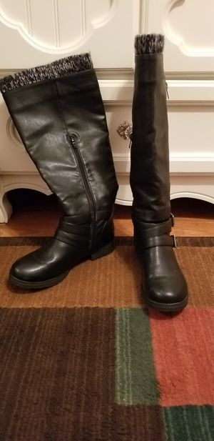 7.5 gently worn women's black n grey boots $10 for Sale in San Marcos, CA