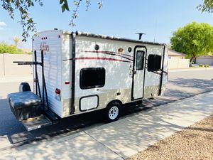 2015 aljo by skyline only 17 foot with rear bunk beds in excellent condition for Sale in Sun City, AZ