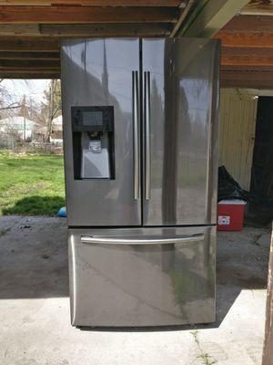 Samsung 24.6-cu ft Refrigerator with Ice Maker for Sale in Salt Lake City, UT