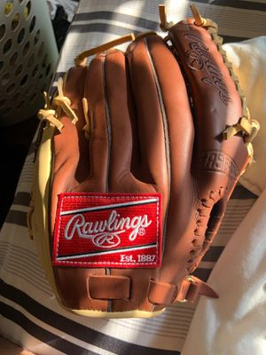 Right hander's baseball glove BRAND NEW for Sale in Columbia, MD