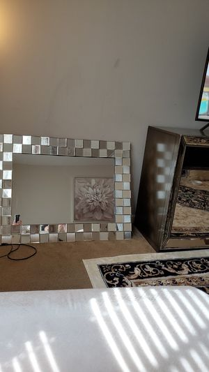 Mirror from value city furniture I have it for two months for Sale in Columbus, OH