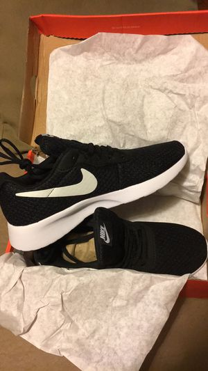 Womens Nike Tennis Shoes for Sale in Detroit, MI
