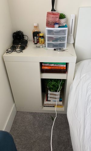 End table or night stand for Sale in Miami, FL