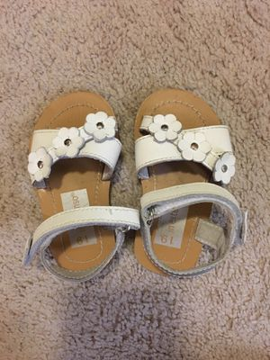 Baby girl or toddler sandals like new size 4 for Sale in Alexandria, VA