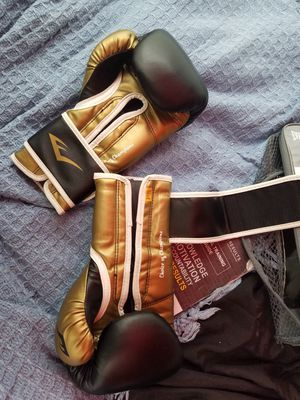 14oz Boxing Gloves MAKE OFFER!! for Sale in Kent, WA