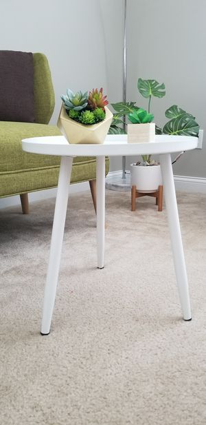 Mid century style accent table for Sale in Marysville, OH