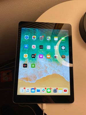 iPad 6th Generation for Sale in Richfield, MN