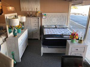Elegant beige queen 5 piece bedroom set for Sale in Irving, TX