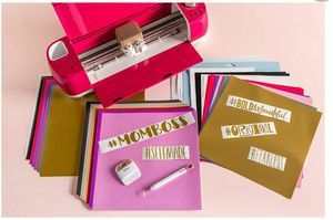 Cricut explore air 2 wild rose bundle - used literally 2 times for Sale in Glendale, AZ