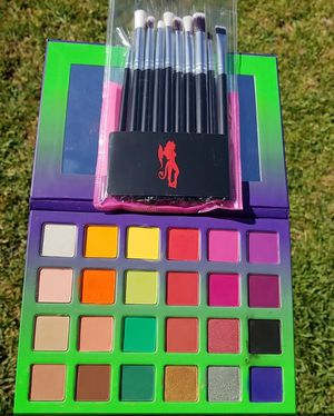 Colorful eyeshadow palette for Sale in Los Angeles, CA