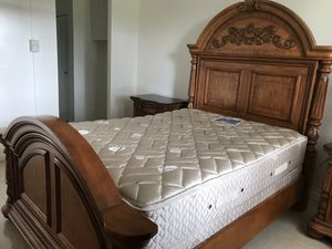 Queen bed room set. 2 night tables Tv stand an matres for Sale in Miami, FL