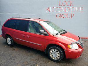 2006 Chrysler Town & Country van**$1450**3rd Row** for Sale in Detroit, MI