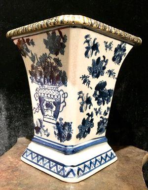 China ceramic vase - H8xW7 inch for Sale in Chandler, AZ