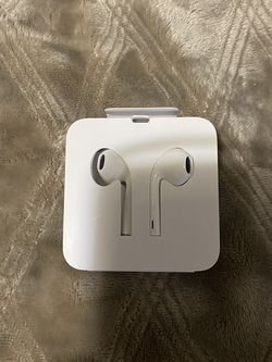 EarPods With Lightning Connector for Sale in Yakima,  WA