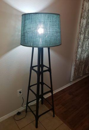Modern 5ft Black Floor Lamp for Sale in Saginaw, TX