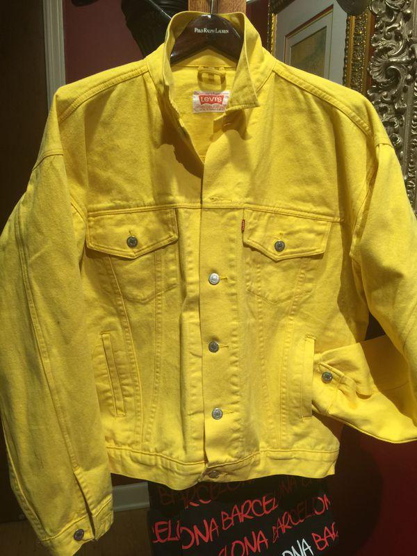 Yellow Levi's jean jacket size large excellent