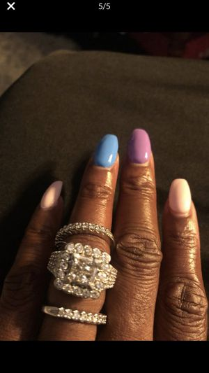 3 1/2 carat diamonds no flaws stunning. Retail $11,000 asking $3300. Perfect wedding ring!!! for Sale in Chicago, IL