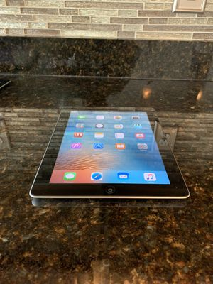 Apple IPad 2nd Generation - 16GB - it comes with all school apps - for Sale in Orlando, FL