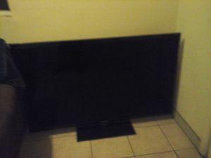 Samsung smart TV 55 pounds no control no youtube only Facebook and more aplicación for Sale in Hazard, CA