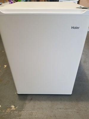 Haier Compact Mini Refrigerator Fridge/freezer White for Sale in Los Angeles, CA