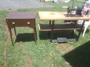 Antique sewing machine and table for Sale in Venice, IL