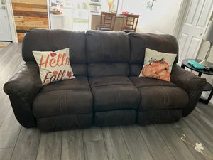 Sofa y reclinable brown for Sale in Kissimmee, FL
