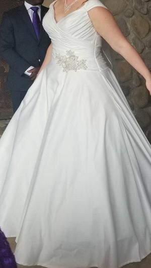 Wedding Dress for Sale in Bluff City, TN
