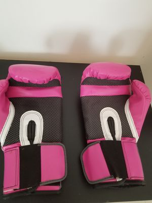 Pink Everlast boxing gloves for Sale in Miami, FL