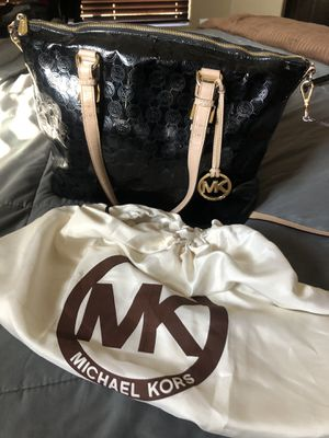 Black & Gold Michael Kors Tote w/bag for Sale in Phoenix, AZ