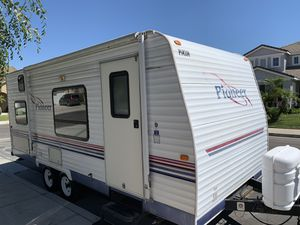 2005 pioneer 18ft light weight travel trailer for Sale in Corona, CA