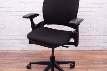 Steelcase Leap V2 Executive Ergonomic Office Chair for Sale in Everett,  WA