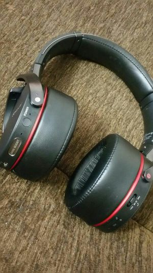 Sony Extra Bass Bluetooth Wireless headphones w/ Microphone, new for Sale in Richardson, TX
