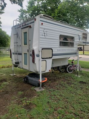1998 Shadow Cruiser Cab Over/ Slide In camper for Sale in Taylor, TX
